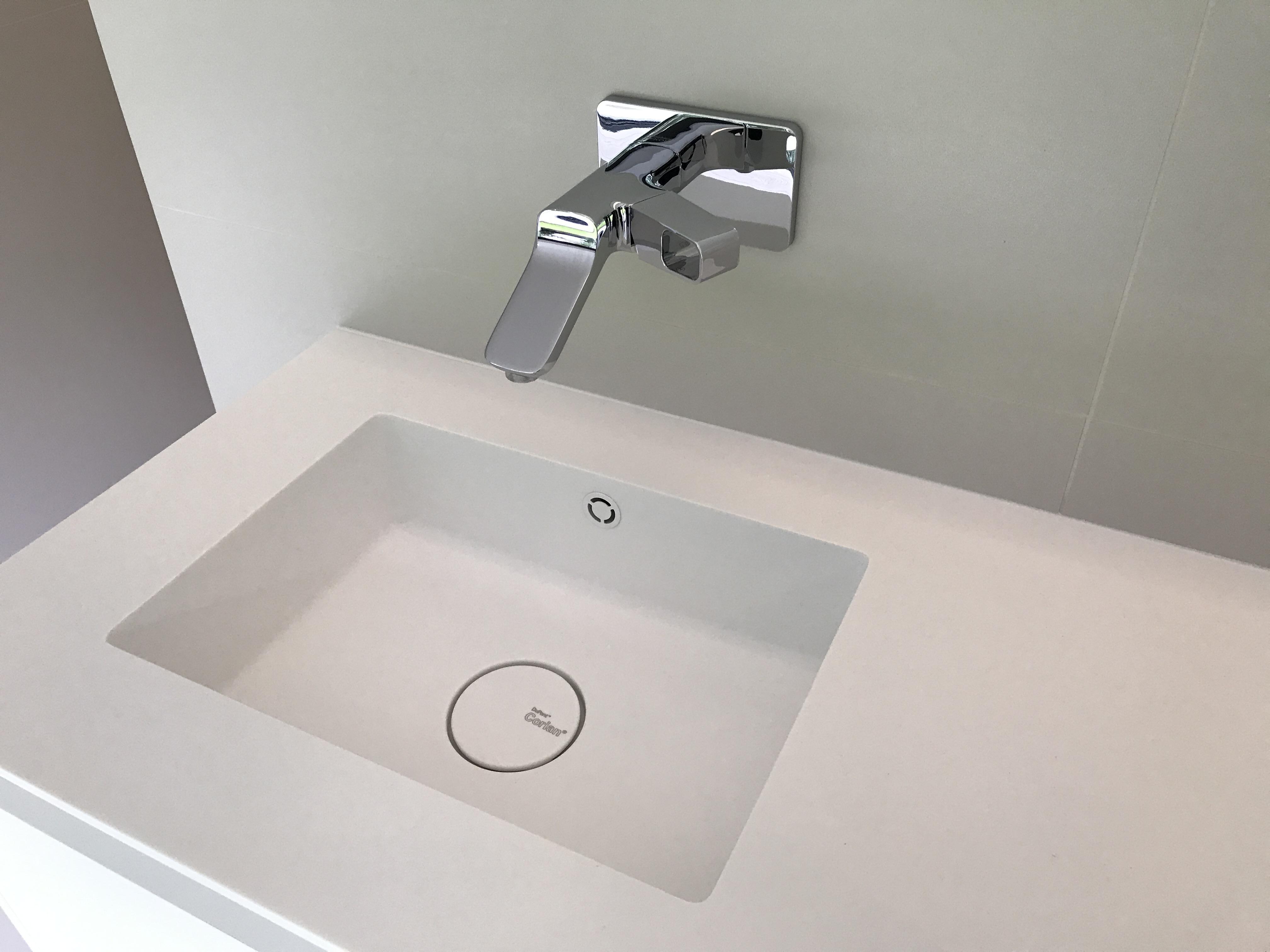 Corian Badkamer Onderhoud : Nieuwe badkamer te roeselare jd technics