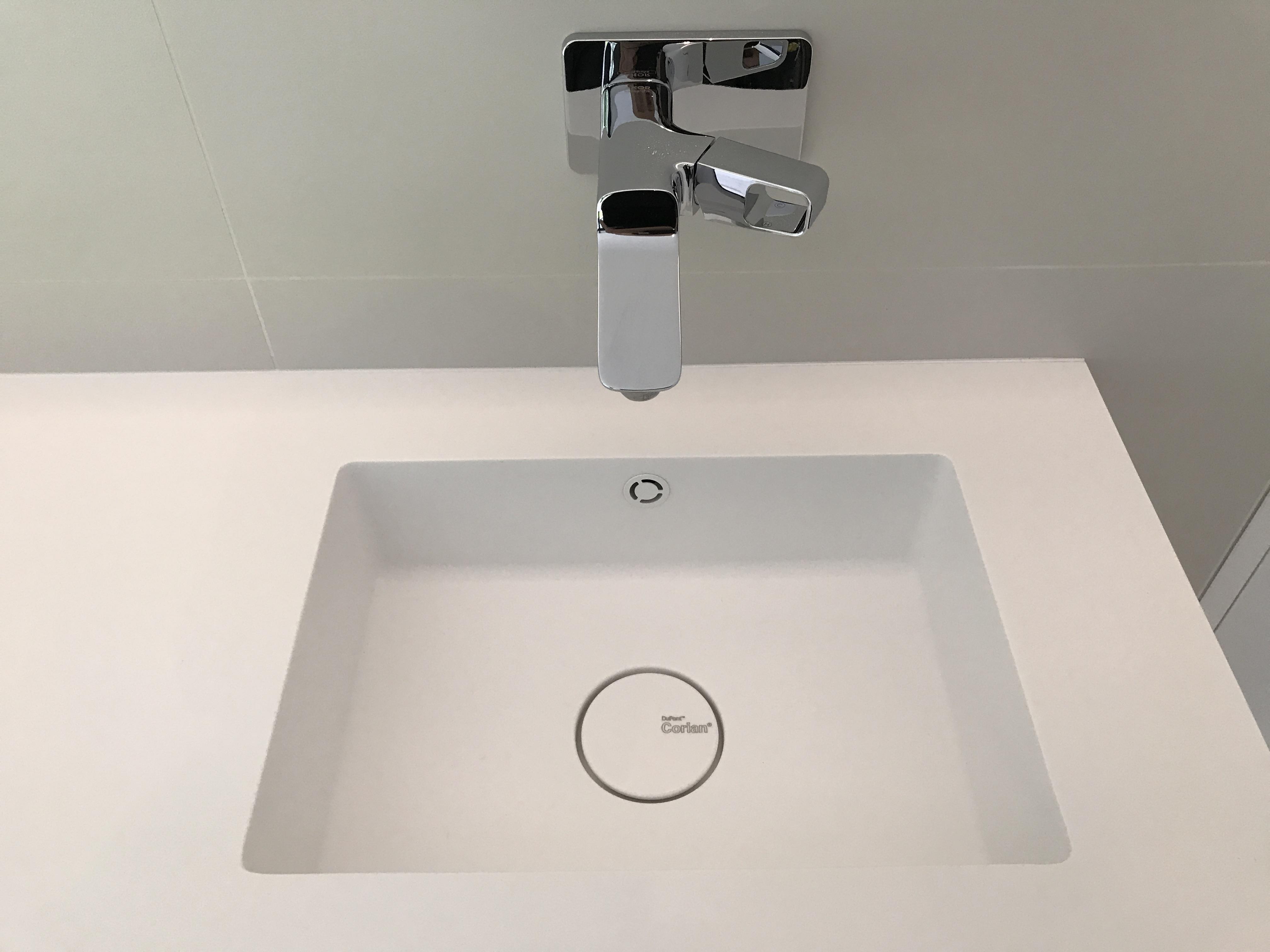 Corian Badkamer Wanden : Nieuwe badkamer te roeselare jd technics
